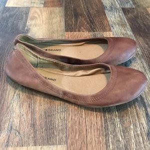 Lucky brand tan leather flats